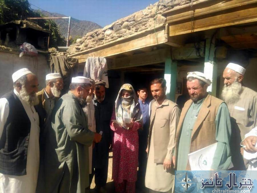 district administration distributes cheques among ayun celendar blost