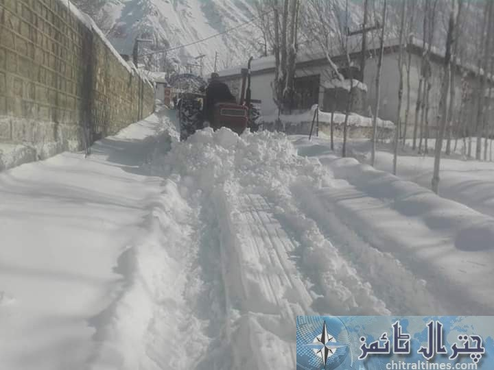 upper chitral snow fall and road clearence 1