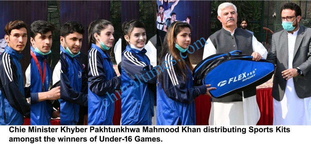 Cm kp distributing awards among under16 player scaled