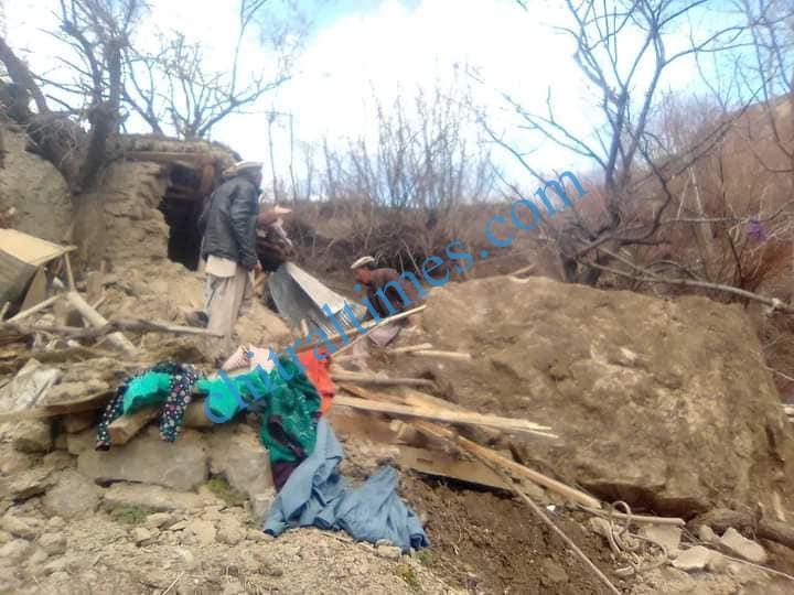 madashil land sliding lotkoh karimabad chitral