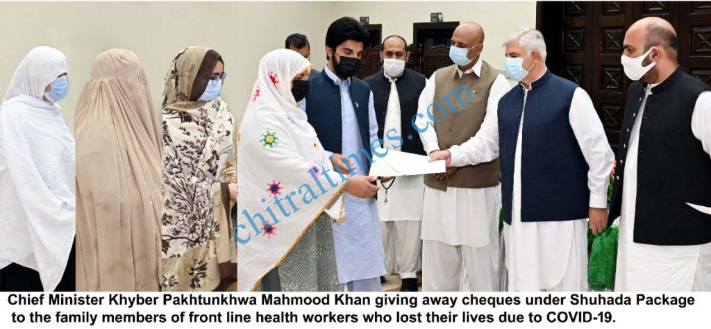 CM distributes cheques among health workers family members shuhada package scaled
