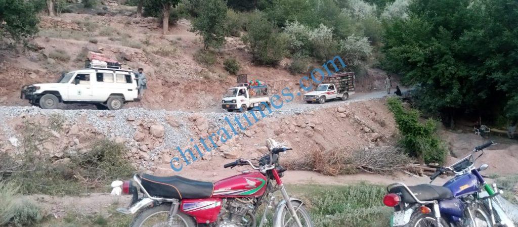 chitraltimes Reshun trafic restored mastuj road3 scaled
