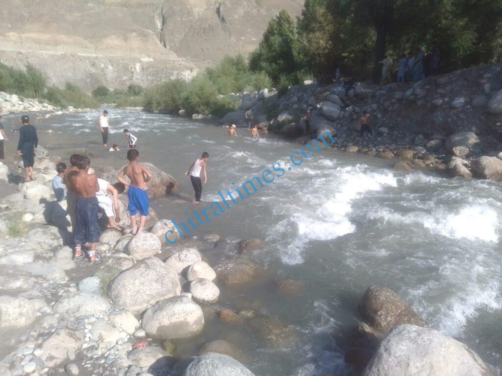 chitraltimes chitral garmi nala child swiming scaled